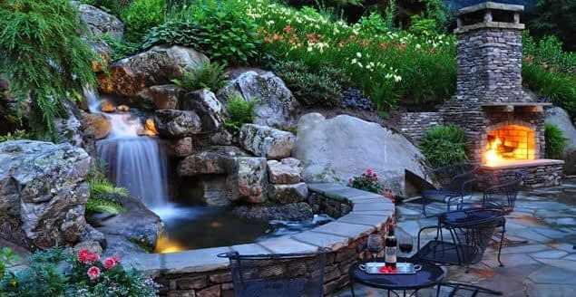 искусственный водопад в дворе